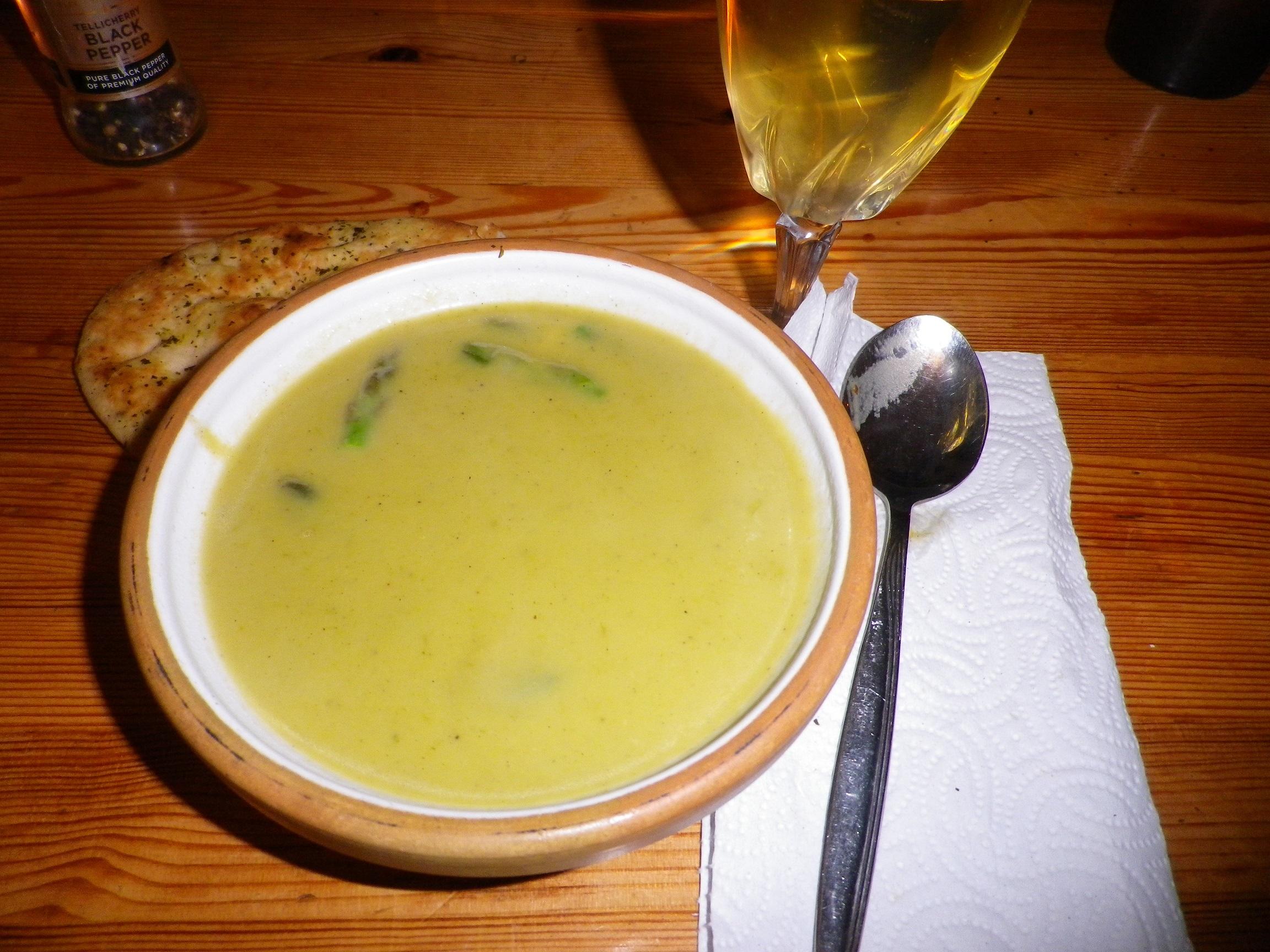 asparges suppe med kødboller