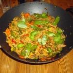 Chilimarineret kalvekød i wok