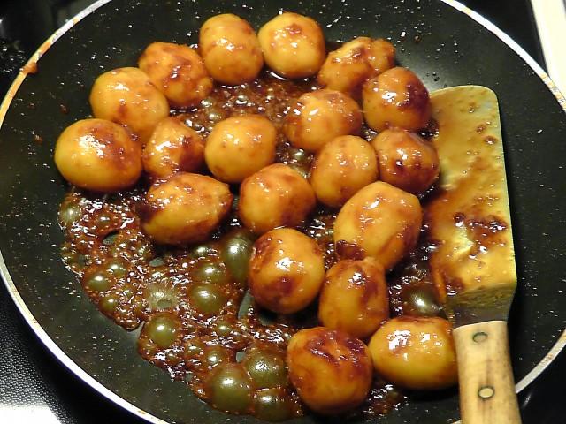 Traditionel juleand brunede kartofler