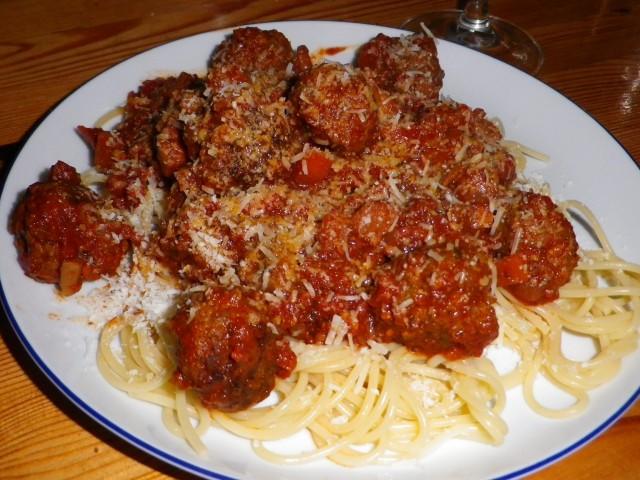 Spaghetti-og-kødboller-færdig