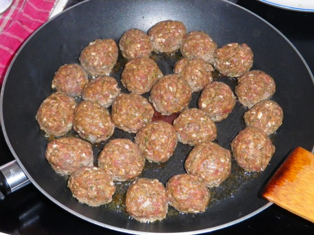 Spaghetti-og-kødboller-kødboller-steges