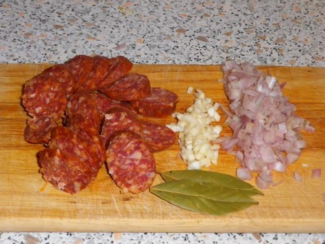 Chorizo-i-rødvin-snittet-og-klar
