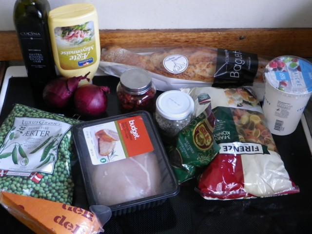 Pastasalat med kylling og ost ingredienser